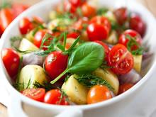 aardappelsalade met kerstomaatjes
