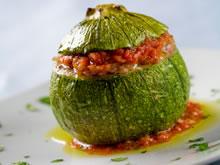 gevulde courgetten met gehakt en tomatensaus