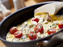 omelet met feta en kerstomaatjes