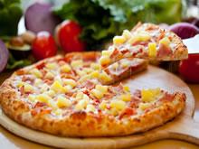 pizza met hesp en ananas