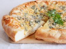 Pizza met blauwe kaas